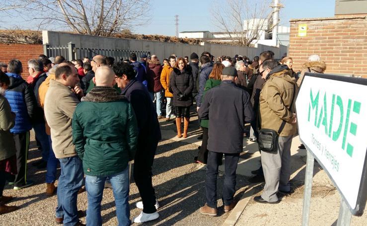 Concentración de trabajadores a las puertas de Isowat Made