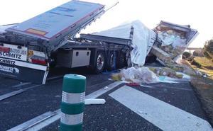 Dos heridos en el choque de dos camiones en la A-231 a la altura de Villanueva de las Manzanas