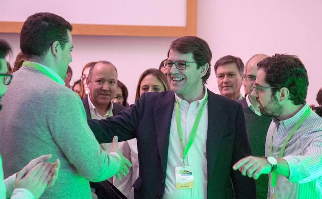 Mañueco pide a NNGG «trabajo y compromiso con la política» para «renovar el mensaje» del PP