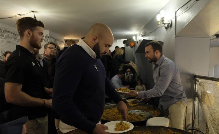 Celebración del tercer tiempo tras el derbi de rugby en Valladolid