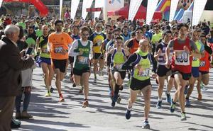Casi mil atletas apoyan con 4.000 kilos de comida a Cruz Roja y el Banco de Alimentos