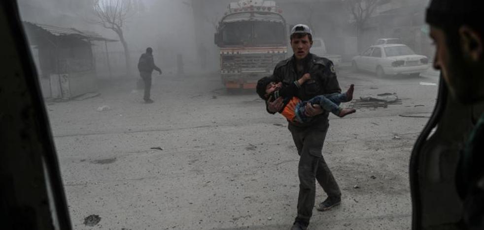 Disparos de cohetes rompen la calma durante la pausa humanitaria en Guta