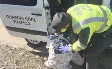 La Guardia Civil de León detiene a dos vallisoletanos con seis kilos de marihuana en su coche