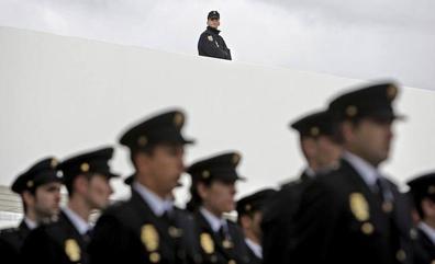 El Gobierno admite que faltan 20.800 policías y guardias civiles