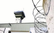 Tres funcionarios de la cárcel de Dueñas resultan con contusiones en un altercado con presos