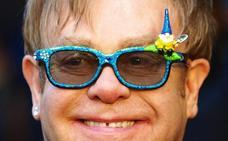 La madre de Elton John le deshereda