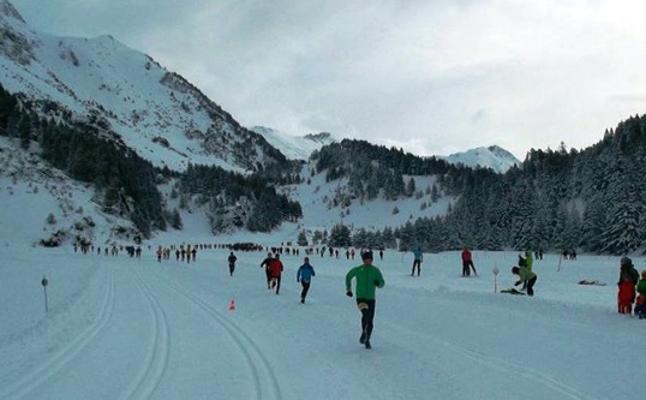 Llanos del Hospital, corriendo sobre la nieve
