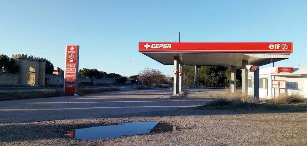 El Ayuntamiento de Laguna quiere que se garantice la seguridad de una gasolinera abandonada