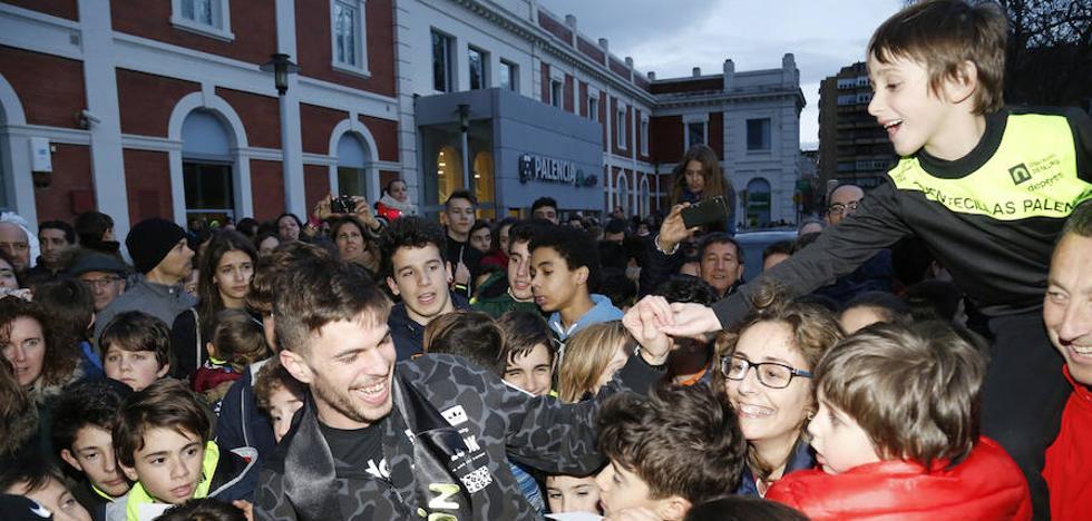 Palencia ovaciona a Óscar Husillos