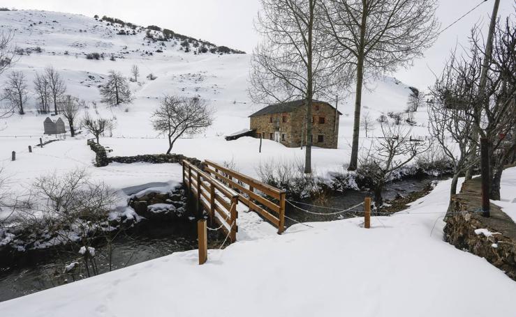 Nieve en la localidad leonesa de Torrestío
