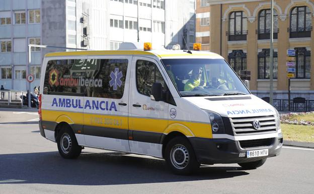 Ambulancia en la capital palentina. /Antonio Quintero