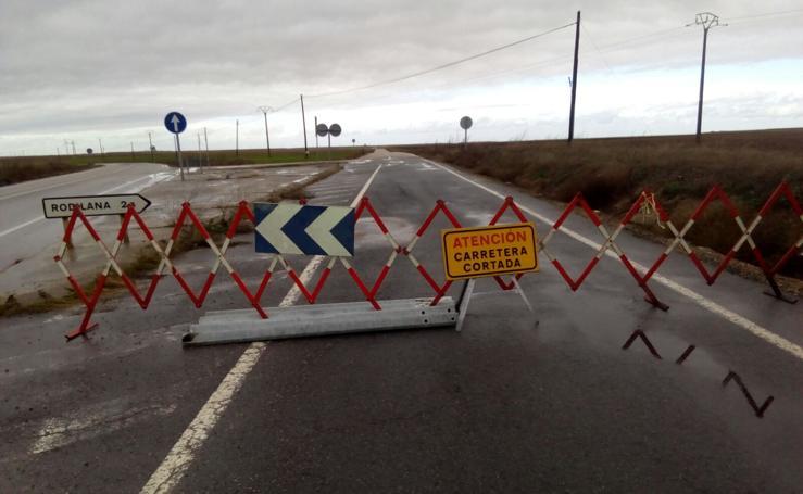 Inundaciones en al menos cinco carreteras de la provinicia
