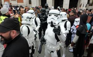 Los amantes del cómic y el manga toman el centro de Valladolid con un vistoso desfile