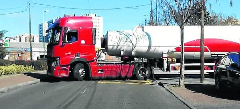 El repostaje de una gasolinera crea inquietud entre los vecinos de Arca Real