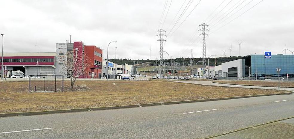 La mejora de polígonos continuará con la construcción de 190 aparcamientos