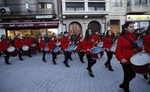 Vibrante desfile protagonizado por las bandas de Semana Santa de Peñafiel