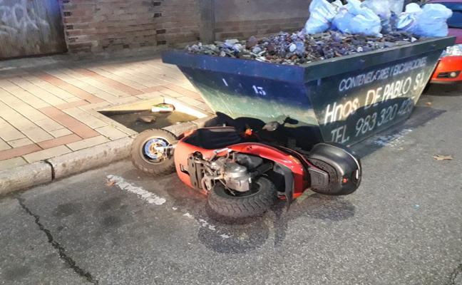 Detenido un joven en La Victoria por causar daños a una moto y agredir a un agente