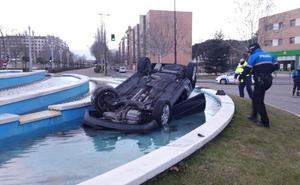 El conductor del coche que cayó a una fuente en Valladolid acude al depósito a recogerlo
