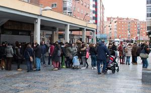 Una concentración en apoyo a la hija de Ana Julia y en repulsa por el asesinato de Gabriel