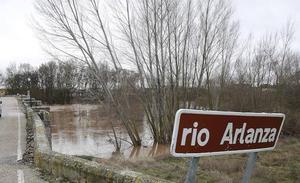 El río Arlanza a su paso por Quintana del Puente, en nivel de alarma