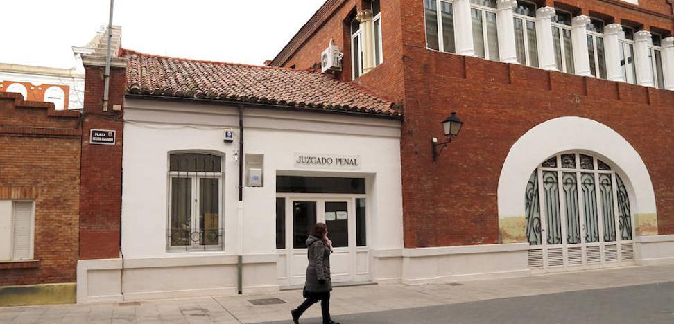 Condenadas dos parejas que se agredieron con sillas y tirones de pelo en un bar en Palencia