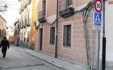La falta de fondos y de normas frena la retirada del cableado aéreo en el casco histórico