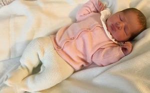 Magdalena de Suecia muestra a su hija recién nacida