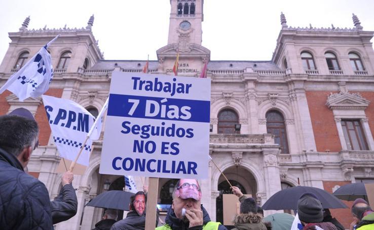 Protesta de los policías locales de Valladolid frente al Ayuntamiento