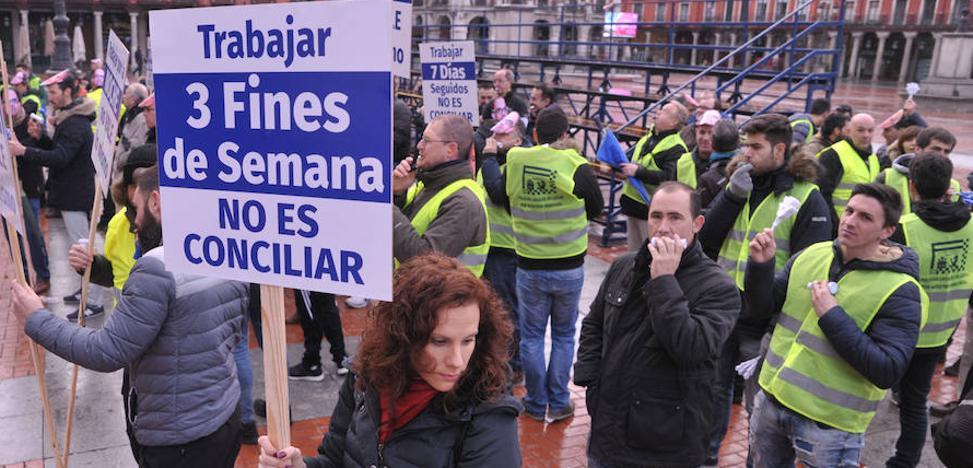 Un centenar de policías se concentra en defensa de la conciliación laboral y familiar