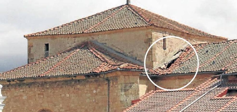 Los rigores del invierno rompen el tejado de la iglesia de San Miguel