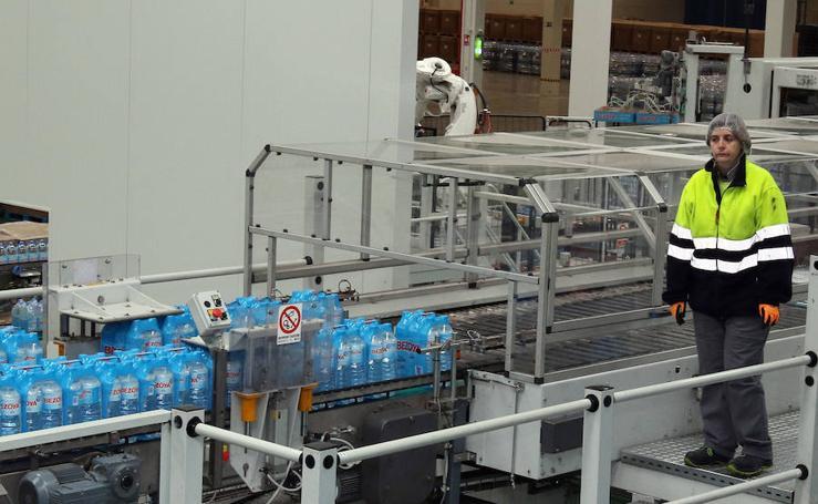 Juan Vicente Herrera inaugura la planta de Bezoya en Ortigosa del Monte