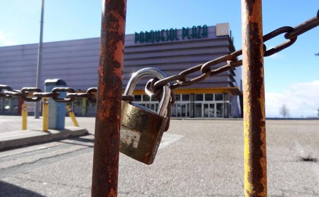 Un bar de Parquesol Plaza se resiste a cerrar pese a la clausura del centro de ocio