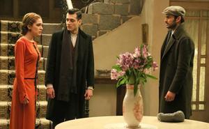 Prudencio encuentra a su mujer y a su hermano hablando en el jardín