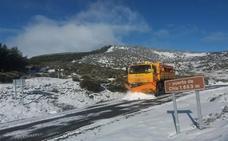 Una decena de carreteras de la provincia de Ávila, afectadas por la nieve y el agua