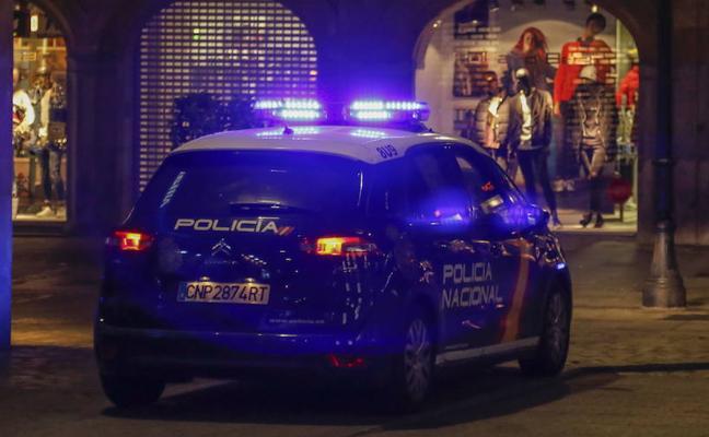 Detenido tras ser sorprendido mientras robaba en el interior de un coche
