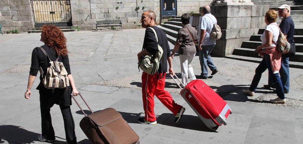 El 64,3% de los turistas que llegan a Segovia duerme en la ciudad
