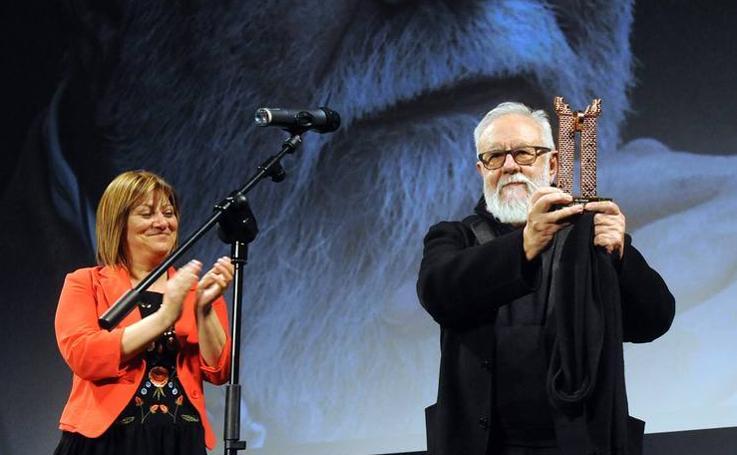 Gonzalo Suárez recibe el Roel de Honor de la 31 edición de la Semana de Cine de Medina del Campo