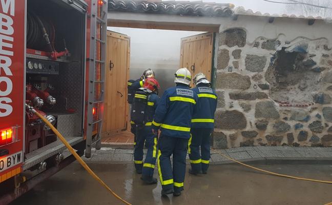 Arde una vivienda en Sotillo de la Adrada con importantes daños materiales