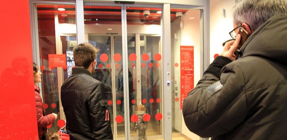 Dos niños se quedan atrapados en un cajero automático de Segovia