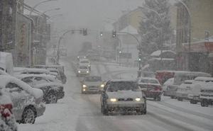 Fin de la tregua: La nieve corta el tráfico de camiones en cuatro tramos de Segovia