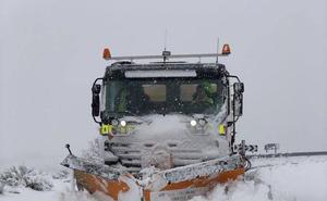 Más de 80 carreteras afectadas por la nieve en la provincia de Ávila