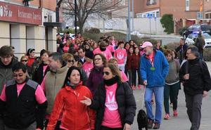 Los cofrades caminan unidos contra el cáncer infantil