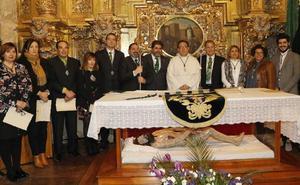La directiva de la cofradía de la Vera Cruz de Palencia jura sus cargos