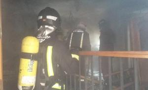 Un hombre sufre quemaduras leves al apagar un incendio en Segovia