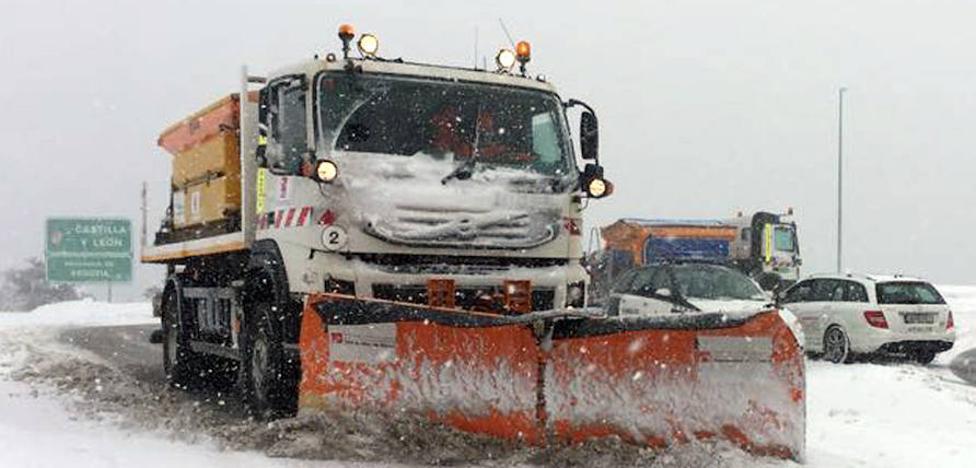 Otra nevada en la montaña y otra vez cerrados Cotos y Navacerrada para camiones