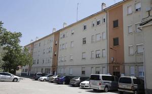 Adif saca a la venta mediante subasta siete viviendas en Palencia
