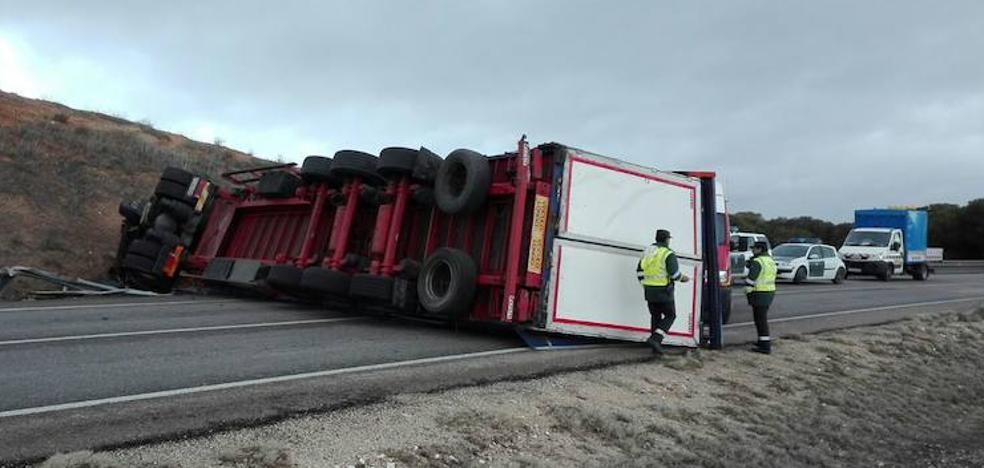 Al menos dos heridos en un accidente entre una furgoneta y un camión en Peñafiel