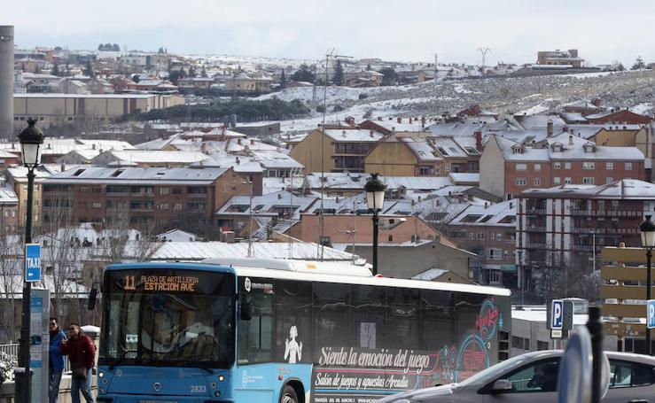 Segovia recibe a la primavera con nieve y frío extremo