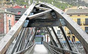 La CHD reparará la pasarela del río en Peñafiel por el peligro para los peatones