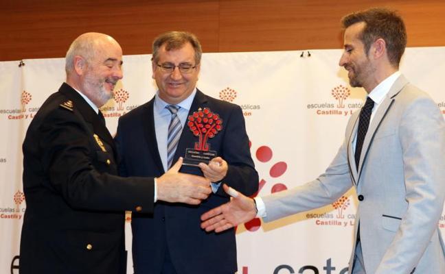 La Policía Nacional recibe el premio especial de Escuelas Católicas